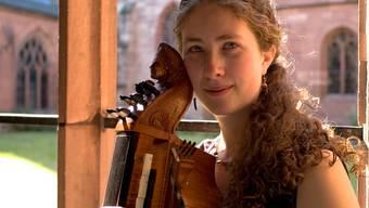 Die Kanadierin Tobie Miller spielt in Muri an der Drehleier.