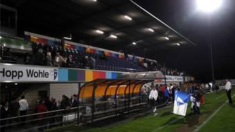 Die Haupttribüne im Wohler Stadion Niedermatten: Beim FCW gehen bald die Lichter aus