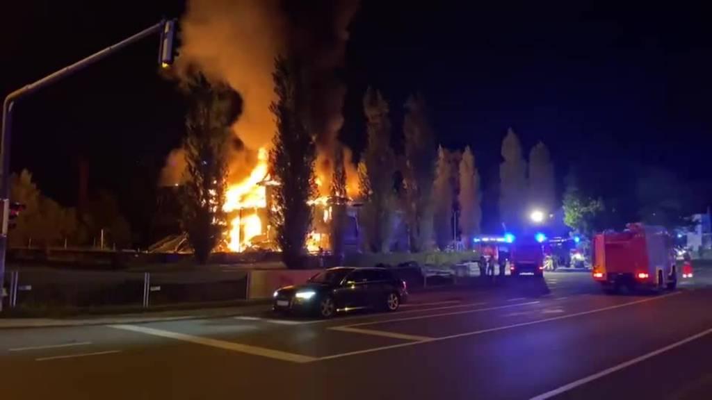 Heftige Explosion zerstört Schulprovisorium