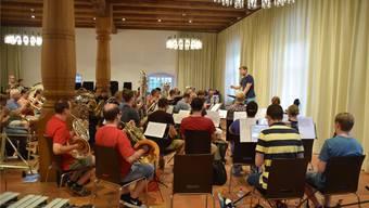 Niki Wüthrich und die Bremgarter Stadtmusik proben zweimal pro Woche im Zeughaussaal. Nora Güdemann