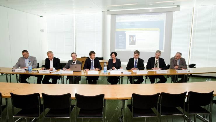 Die Gründer der IG Cleantech Aargau von links: Daniel Styger, René Herzog, Alexander Wokaun, Peter Staub, Pascale Bruderer, Franz Grüter, Jürg Christener und Alfred Waser. Emanuel Freudiger
