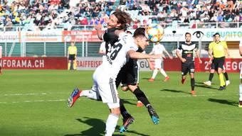 Hier mit dem Kopf am Ball, beim 1:1 aber verliert Petretta das Luftduell gegen Sabbatini.