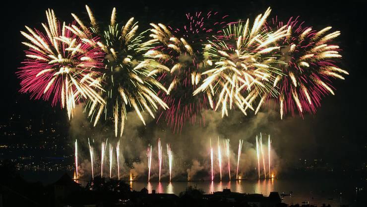 So farbenfroh präsentierte sich das Feuerwerk des Züri-Fäschts 2013.