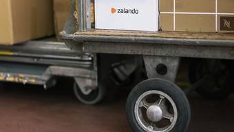 Zalando sieht sich für das laufende Jahr auf Kurs. (Archiv)