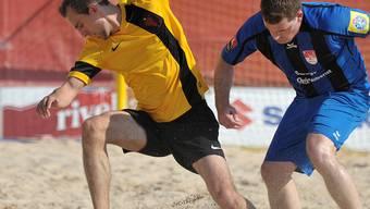Der Ball läuft selten nach dem Wunsch von Illyrians Rabit Redzepi (l.) und seinen Teamkollegen.zvg