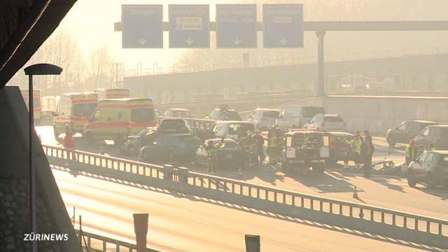 Massen-Crash fordert 9 Verletzte