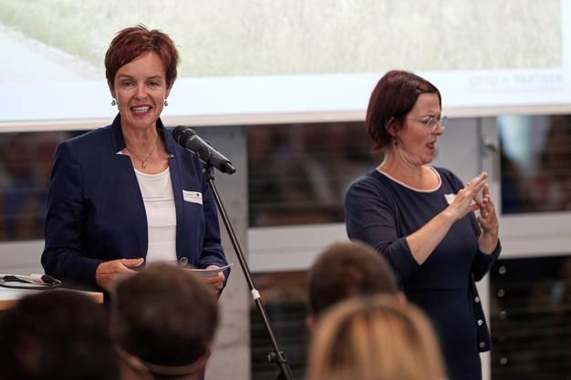 Monica Gschwinds Rede wurde in Gebärdensprache übersetzt.