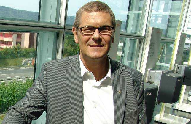 Der 53-Jährige ist seit 20 Jahren Geschäftsführer der Firma Weishaupt AG in Geroldswil. Er wohnt in Bergdietikon, ist verheiratet und hat zwei Töchter. Bereits seine Grundausbildung hat er in der Heizungsbranche absolviert. Heute arbeiten 60 Mitarbeiter in Geroldswil, 90 in Sennwald und 50 in der Westschweiz für Weishaupt. (fuo)