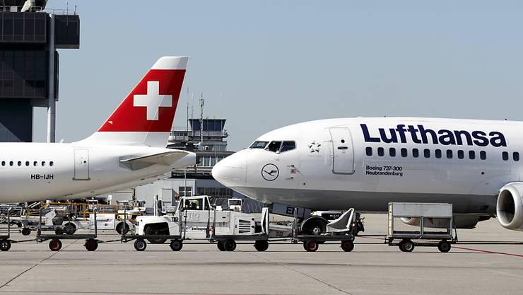 Die Lufthansa greift wegen des Buchungseinbruchs als Folge des Coronavirus zu drastischen Massnahmen. Sie kürzt die Flugkapazität in den nächsten Wochen um bis zu 50 Prozent. (Archiv)
