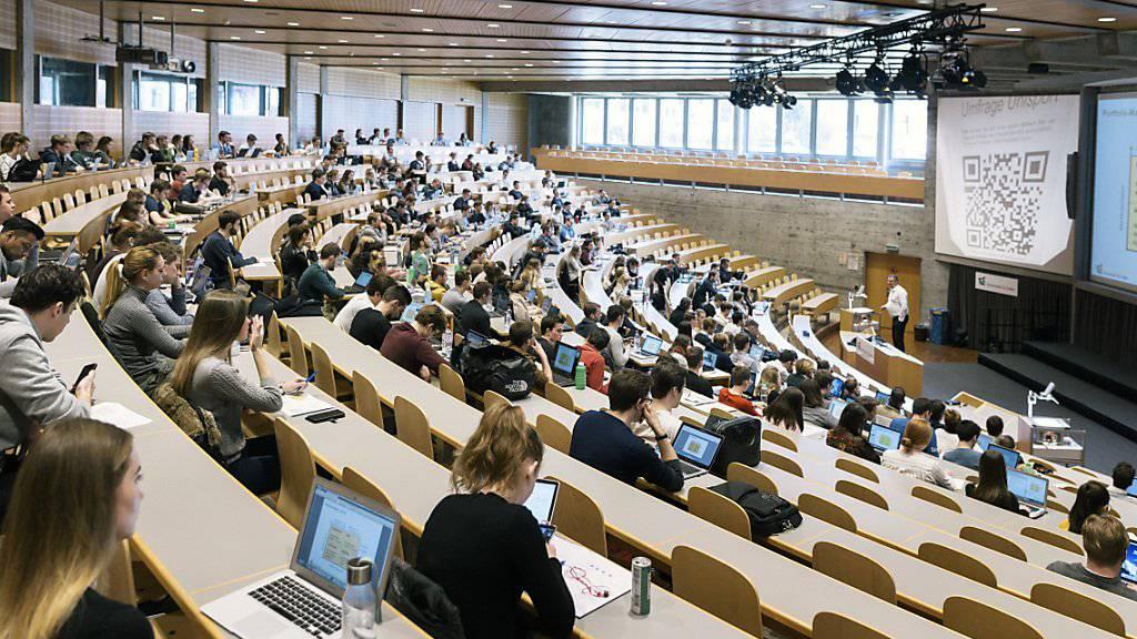 Der Bunderat will den Schüler- und Studentenaustausch in der Schweiz auf neue gesetzliche Grundlagen stellen. (Themenbild)