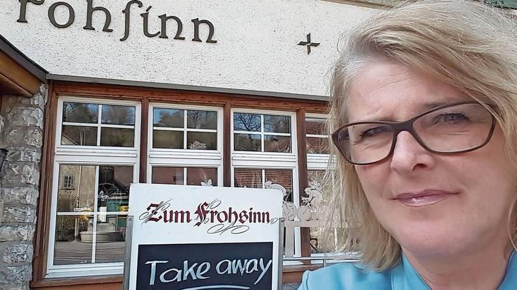 Marie Therese Meier, Wirtin des Restaurants Frohsinn in Würenlingen, hat einen Take-away eingerichtet.