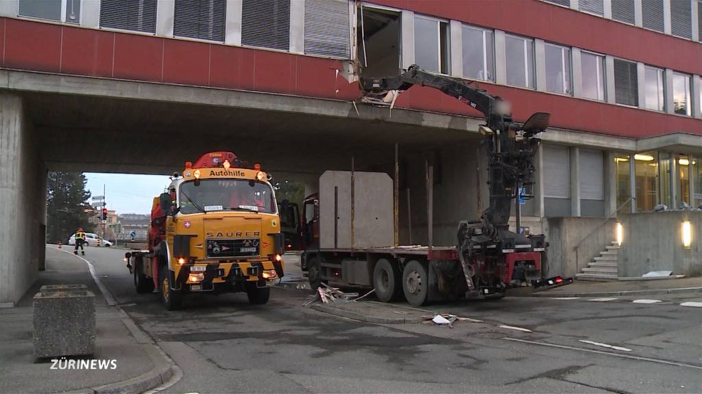 Kran kracht in Büro der Schaffhausner Verkehrspolizei