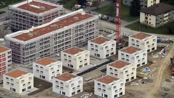 Eine Überbauung in der Region Zürich, wo die Gefahr für eine Immobilienblase besonders hoch ist (Archiv)