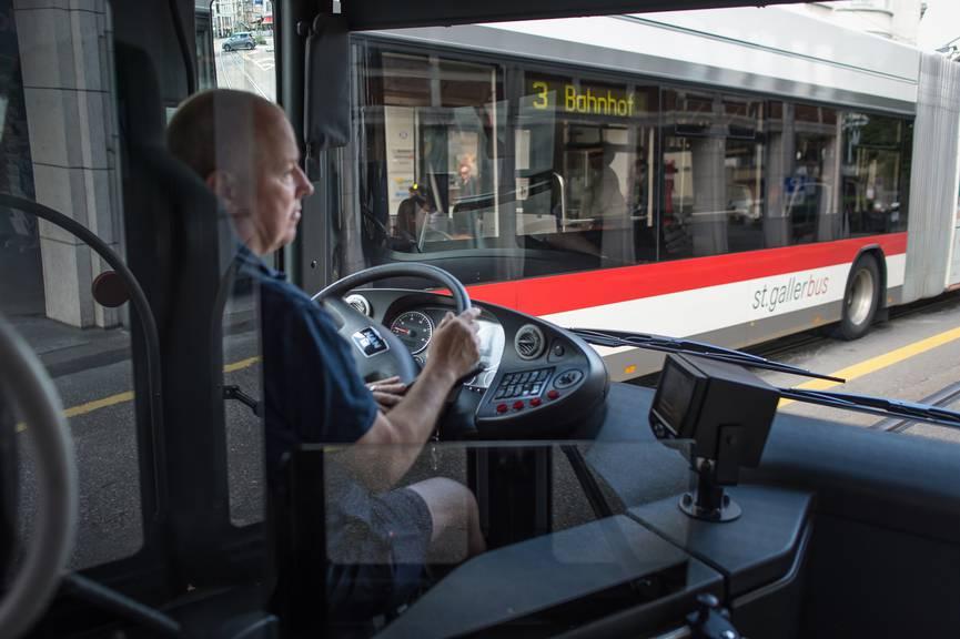 Sollen nicht so oft im Stau stehen: die Busse auf dem Stadtgebiet. (Bild: Tagblatt/Michel Canonica)