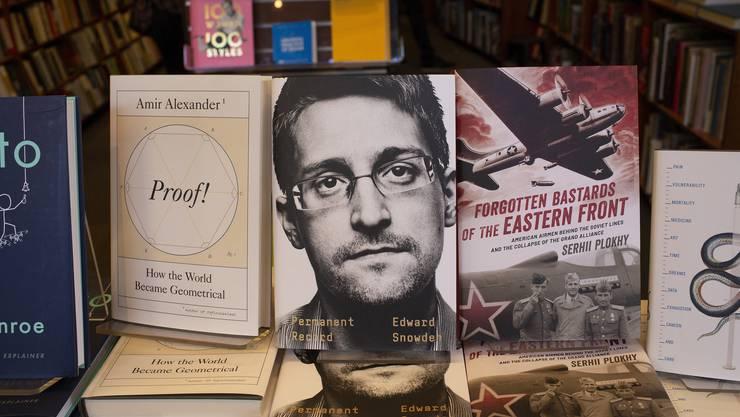 Unter dem Titel «Permanent Record» ist das Buch erschienen.
