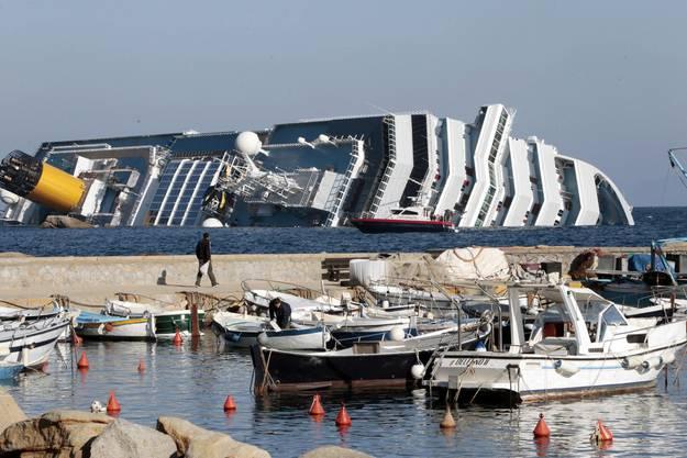 """Die """"Costa Concordia"""" rammte einen Felsen"""
