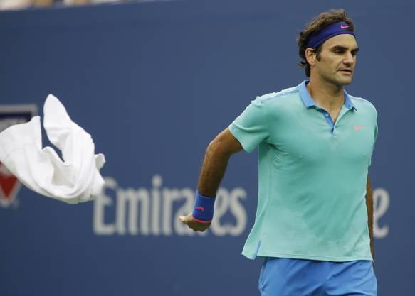 Symbolträchtig: Federer schmeisst das Handtuch.