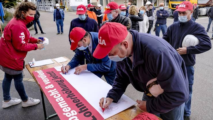 Die Angestellten der SI Group in Pratteln protestierten gestern gegen ihre Geschäftsführung.