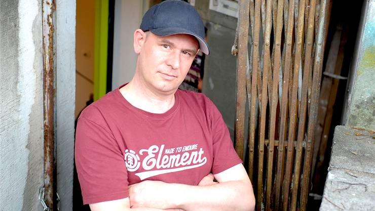 «Der Rap lebt wieder in den Kellern»: MC Poet alias Raphael Flury vor dem Sissacher Pumpwerk.