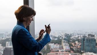 Doris Leuthard nutzt Whatsapp, aber nur unter Freunden und Bekannten.A.