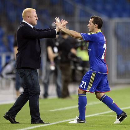 Heiko Vogel mit Marcelo Diaz: Der Chilene hat im Champions League-Spiel gegen Flora Tallinn eben getroffen