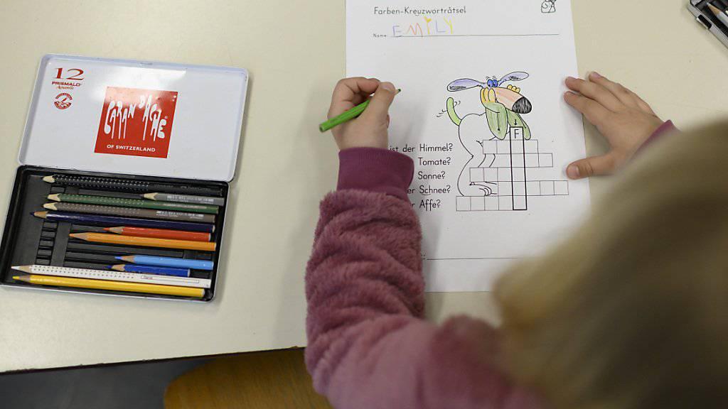 Die Umsetzung der Harmonisierung in der obligatorischen Schule ist nach Ansicht der Konferenz der kantonalen Erziehungsdirektoren (EDK) weit fortgeschritten. (Symbolbild)
