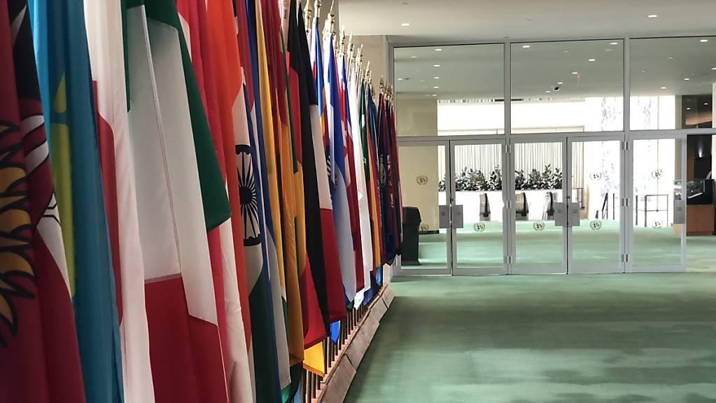 ARCHIV - Das UN-Hauptgebäude - so leer ist es nur während der Corona-Pandemie. Foto: Benno Schwinghammer/dpa
