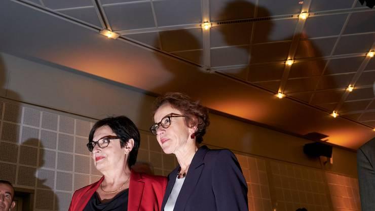 Die ab morgen ehemalige Finanzdirektorin Eva Herzog (SP) bei den Wahlen 2019, daneben Anita Fetz. (Archivbild)
