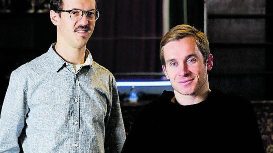Mannheim im Dezember: Redaktor Samuel Koch (links) trifft den Schauspieler Samuel Koch.
