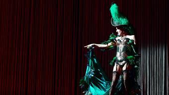 Stefan Kurt begeistert derzeit als Grande Dame der Travestie im Musical «Ein Käfig voller Narren» das Publikum am Theater Basel. (zvg / Sandra Then)