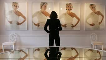 Eine Flut von Bildern – und kein einziges, das eine klare Vorstellung böte von Diana, damals die meistfotografierte Frau der Welt. Hier eine Ausstellung an ihrem ehemaligen Wohnsitz im Kensington Palace.