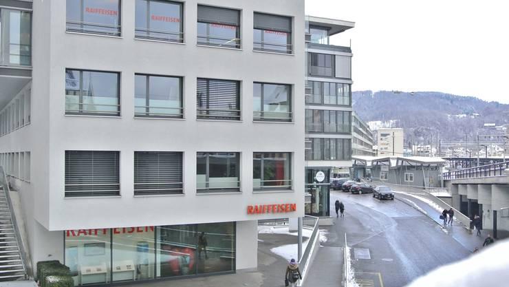 Die Raiffeisenbanken der Region Baden-Brugg (Filiale in Baden) weisen solide Zahlen vor.