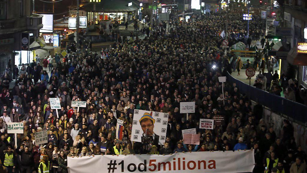 Die Demonstrationen der Regierungsgegner in Serbien richten sich seit drei Monaten gegen ein Klima der Gewalt durch Hetze gegen Andersdenkende und kritische Journalisten.