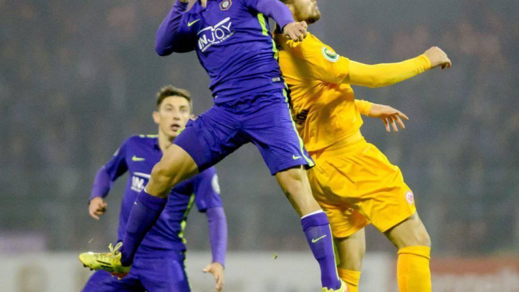 Mit Eintracht Frankfurt im Cup an Drittligist Erzgebirge Aue gescheitert: Haris Seferovic (rechts)