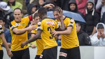 Cupmatch in Bazenheid: Die YB-Spieler jubeln für einmal in der Provinz