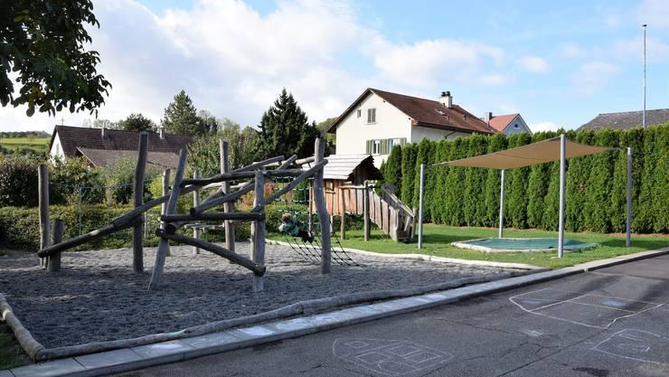 Der Kleinkinderspiel- und Begegnungsplatz befindet sich beim Gemeindehaus in Remigen.