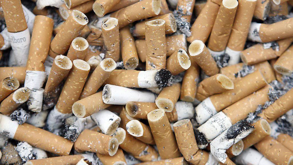 Rauchen ist nicht nur schädlich für die Gesundheit, sondern führt auch zu immensen Kosten für die Weltwirtschaft. (Symbolbild)