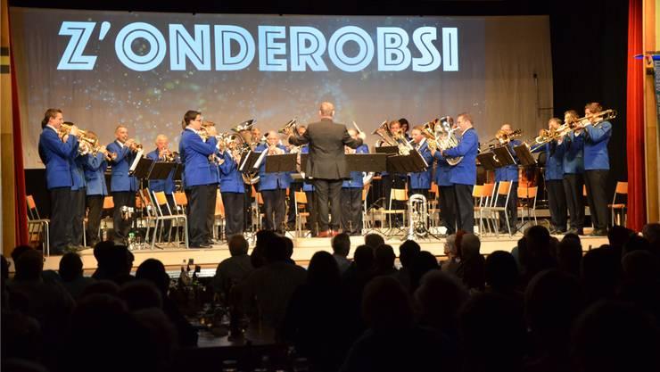 Könnten sie den «Zapfenstreich» zu Beginn des Konzertes im Kopfstand spielen, sie täten es garantiert. Christian Breitschmid