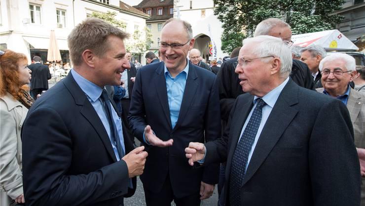 Auf Tuchfühlung mit der Badener Bevölkerung: Toni Brunner, Hansjörg Knecht und Christoph Blocher.