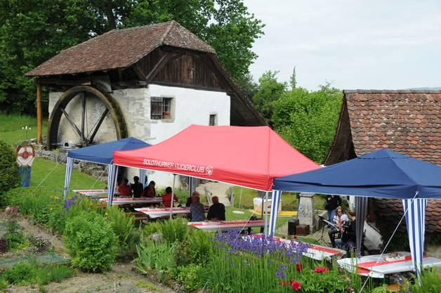 Ein Blick über den  Garten und die Alte Mühle am Mühlentag in Büren a.A.