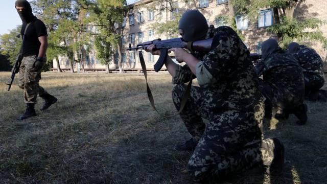 Ukrainische Soldaten am Mittwoch in der Stadt Mariupol