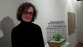 Drahu Kohout, Galerieleiterin des Zimmermannhauses in Brugg, im Gespräch mit Elisabeth Feller.