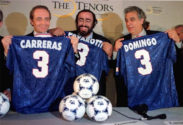 José Carreras, Luciano Pavarotti und Placido Domingo künden vor der WM 1998 in Frankreich ihr drittes Final-Konzert an. «Die drei Tenöre» waren acht Jahre zuvor bei der WM in Italien erstmals gemeinsam aufgetreten.