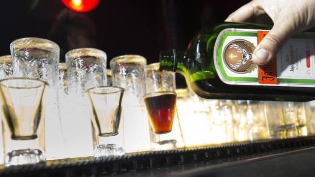 «Selincro» soll Alkoholsüchtigen helfen gänzlich abstinent zu leben. (Symbolbild)