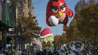 Die Figur der Angry Birds an der Parade in New York.