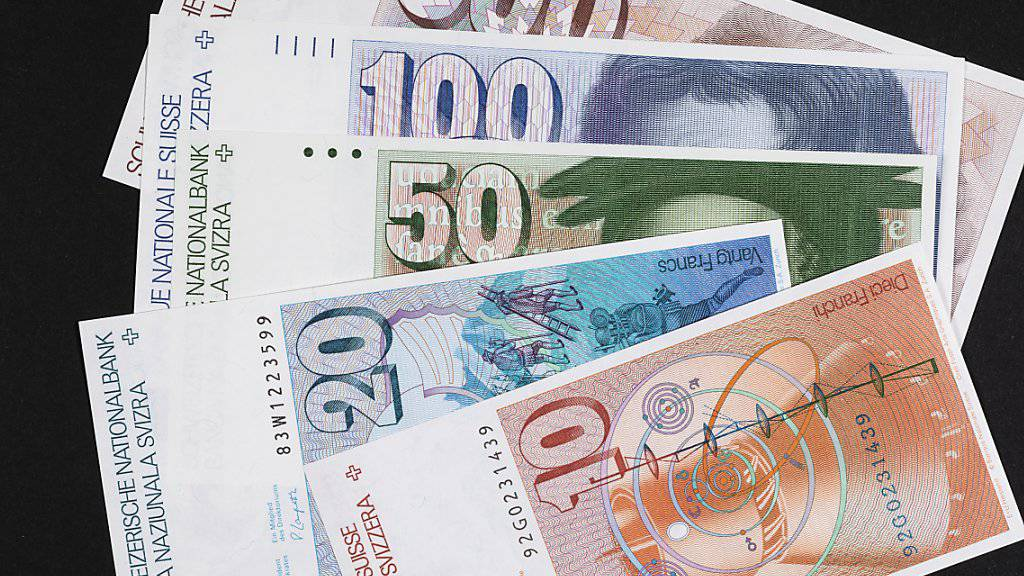 Alte Banknoten sollen weiterhin nur während 20 Jahren nach dem Rückruf umgetauscht werden können. Das will die Wirtschaftskommission des Ständerates.