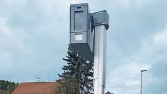 Die neue Anlage steht diese Woche in Fisibach an der Bachserstrasse. Danach soll sie vermehrt an Hotspots im Bezirk installiert werden.