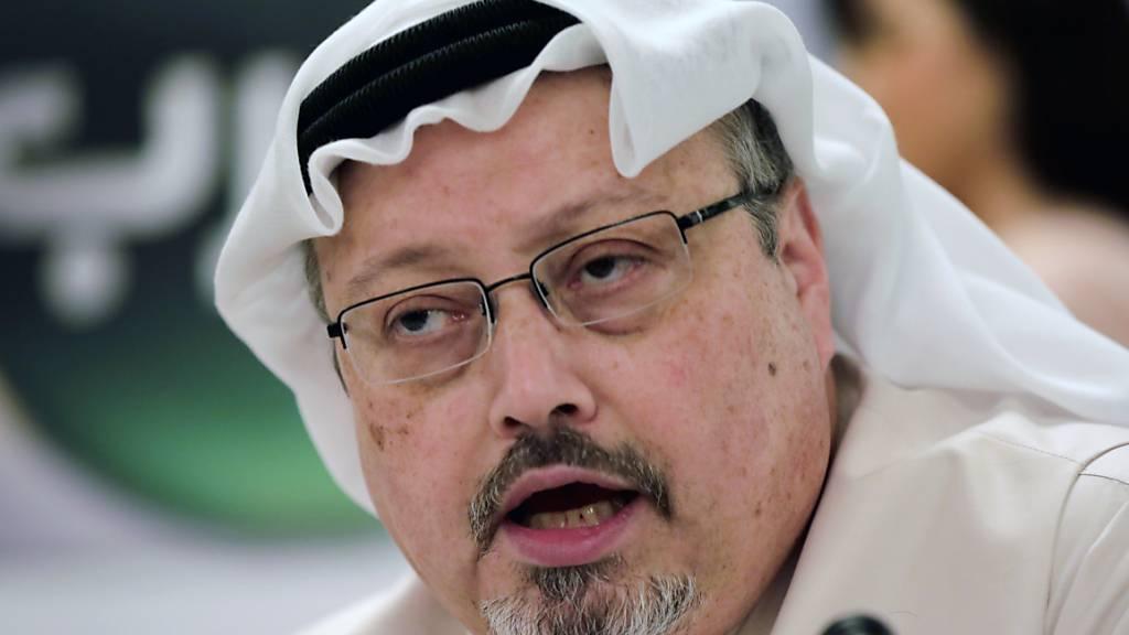 ARCHIV - Der saudische Journalist Jamal Khashoggi, aufgenommen im Jahr 2015. Foto: Hasan Jamali/AP/dpa