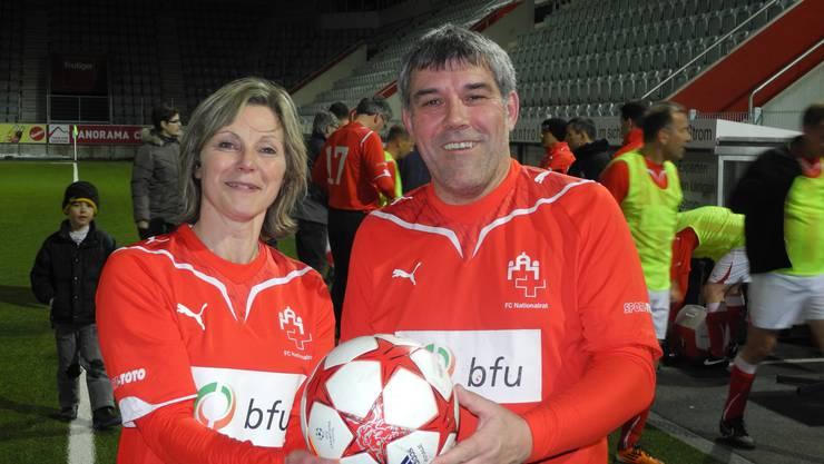 Baselbieter Matchwinner: Maya Graf und Torschütze Eric Nussbaumer im Trikot des FC Nationalrat.