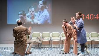 Theater Marie: Herwig Ursin, Silke Geertz, Ingo Ospelt und Marianne Hamre im Stück «Zersplittert» von Alexandra Badea. Alexandra Lampater